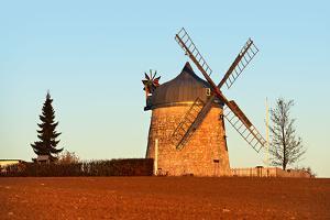 Germany, Saxony-Anhalt, Naumburg, Bad Kšsen, Tultewitz, Windmill, Evening Light by Andreas Vitting