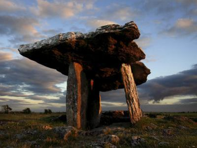 Poulnabrone Dolmen Megalithic Tomb, Burren, County Clare, Munster, Republic of Ireland (Eire)