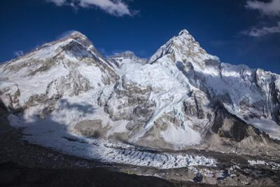 Mount Everest and Mount Nuptse by Andy Bardon