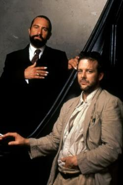 ANGEL HEART, 1987 directed by ALAN PARKER Robert by Niro and Mickey Rourke (photo)