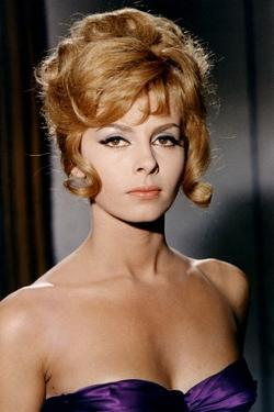ANGELIQUE MARQUISE DES ANGES, 1964 directed by BERNARD BORDERIE Michele Mercier (photo)