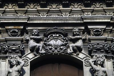 https://imgc.allpostersimages.com/img/posters/angels-holding-coat-of-arms-architectural-detail-from-a-building_u-L-PRLHJ40.jpg?artPerspective=n
