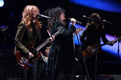 Ann and Nancy Wilson of Heart Perform for Marines in San Diego, Dec. 3, 2010