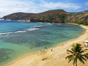 Hanauma Bay Nature Preserve by Ann Cecil