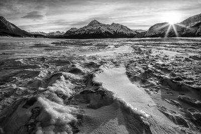 Canada, Alberta, Abraham Lake, Sunburst in winter