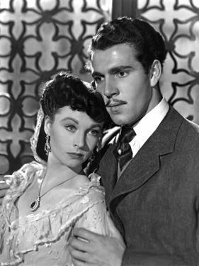 ANNA KARENINA, 1948 directed by JULIEN DUVIVIER Vivien Leigh and Kieron Moore (b/w photo)