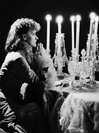 https://imgc.allpostersimages.com/img/posters/anna-karenina-by-clarence-brown-based-on-a-novel-by-leo-tolstoi-with-greta-garbo-1935-b-w-photo_u-L-Q1C3DYS0.jpg?artPerspective=n