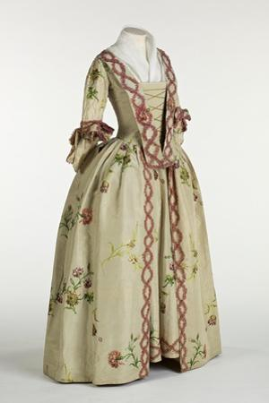 Gown and Petticoat in Ivory or Beige Brocaded Spitalfields Silk, C.1740-60