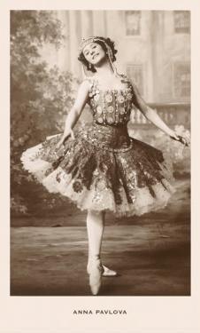 Anna Pavlova in Ballet Pose