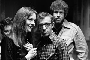 ANNIE HALL, 1977 directed by Woody Allen Diane Keaton, Woody Allen and Tony Roberts (b/w photo)