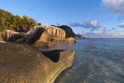 https://imgc.allpostersimages.com/img/posters/anse-source-d-argent-beach-la-digue-seychelles-indian-ocean-africa_u-L-PQ8RBZ0.jpg?p=0