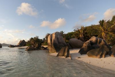 https://imgc.allpostersimages.com/img/posters/anse-source-d-argent-beach-la-digue-seychelles-indian-ocean-africa_u-L-PQ8RCB0.jpg?p=0