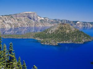 Crater Lake National Park, Oregon, USA by Anthony Waltham