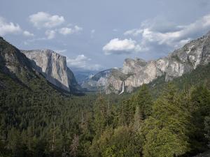 Yosemite Valley, Yosemite Nat'l Park, UNESCO World Heritage Site, Yosemite, California, USA by Antonio Busiello