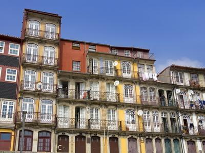 https://imgc.allpostersimages.com/img/posters/apartments-on-casa-da-estiva-porto-portugal-europe_u-L-PFNH6W0.jpg?p=0