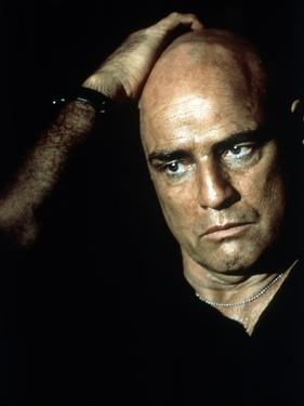 APOCALYPSE NOW, 1979 directed by FRANCIS FORD COPPOLA Marlon Brando (photo)