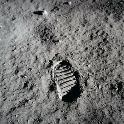 https://imgc.allpostersimages.com/img/posters/apollo-11-boot-print-on-the-moon-july-20-1969_u-L-PII5XC0.jpg?artPerspective=n
