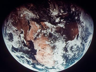 https://imgc.allpostersimages.com/img/posters/apollo-11-earth_u-L-PFCZ8J0.jpg?artPerspective=n
