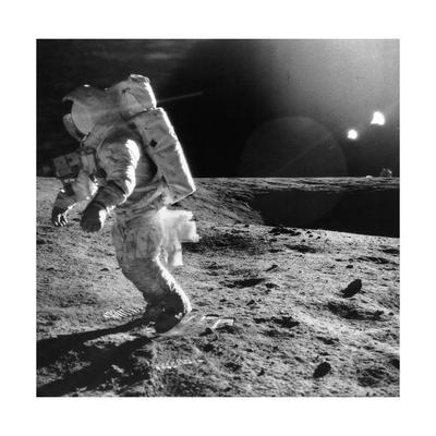 https://imgc.allpostersimages.com/img/posters/apollo-12-astronaut-on-the-moon_u-L-PK0JM30.jpg?artPerspective=n