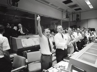 Apollo 13 Flight Directors Applaud the Successful Splashdown of the Command Module