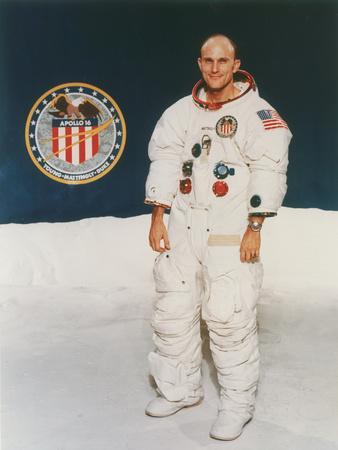 https://imgc.allpostersimages.com/img/posters/apollo-16-astronaut-thomas-mattingly-in-spacesuit-1971_u-L-Q10LLZD0.jpg?artPerspective=n