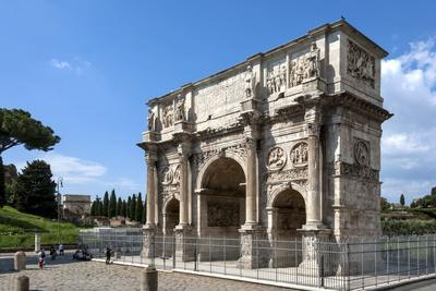 https://imgc.allpostersimages.com/img/posters/arch-of-constantine-arch-of-titus-beyond-ancient-roman-forum-rome-lazio-italy_u-L-PWFCE20.jpg?p=0