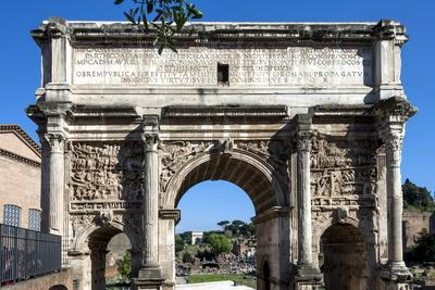 https://imgc.allpostersimages.com/img/posters/arch-of-septimus-severus-ancient-roman-forum-rome-lazio-italy_u-L-PWFD560.jpg?artPerspective=n