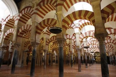 https://imgc.allpostersimages.com/img/posters/arches-of-the-mosque-mezquita-and-cathedral-of-cordoba-cordoba-andalucia-spain_u-L-Q1GYI150.jpg?artPerspective=n