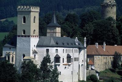 https://imgc.allpostersimages.com/img/posters/architectural-detail-from-rozmberk-castle_u-L-PPQHXB0.jpg?p=0
