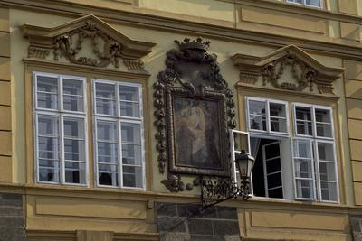 https://imgc.allpostersimages.com/img/posters/architectural-detail-in-hradcany-square_u-L-PPQAC60.jpg?p=0
