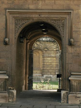 https://imgc.allpostersimages.com/img/posters/archway-leading-to-the-bodleian-library-oxford-oxfordshire-england-united-kingdom_u-L-P1THXC0.jpg?p=0