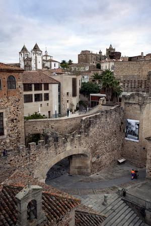 https://imgc.allpostersimages.com/img/posters/arco-de-la-estrella-caceres-unesco-world-heritage-site-extremadura-spain-europe_u-L-PQ8P7B0.jpg?p=0
