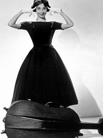 Ariane Love in the Afternoon De Billywilder Avec Audrey Hepburn 1957 Givenchy