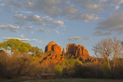 https://imgc.allpostersimages.com/img/posters/arizona-sedona-crescent-moon-recreation-area-red-rock-crossing-cathedral-rock_u-L-Q1D0CMJ0.jpg?p=0