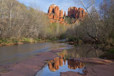 https://imgc.allpostersimages.com/img/posters/arizona-sedona-crescent-moon-recreation-area-red-rock-crossing-cathedral-rock_u-L-Q1D0F0C0.jpg?p=0