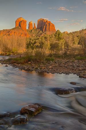 https://imgc.allpostersimages.com/img/posters/arizona-sedona-crescent-moon-recreation-area-red-rock-crossing-cathedral-rock_u-L-Q1D0HH50.jpg?p=0