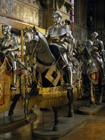 https://imgc.allpostersimages.com/img/posters/armor-of-man-at-arms-in-steel_u-L-POY45B0.jpg?p=0