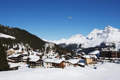 https://imgc.allpostersimages.com/img/posters/arosa-mountain-resort-graubunden-swiss-alps-switzerland-europe_u-L-PNFRM30.jpg?artPerspective=n