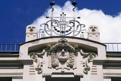 https://imgc.allpostersimages.com/img/posters/art-nouveau-style-building_u-L-PPQH660.jpg?p=0