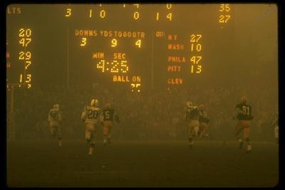 Green Bay Packers' Paul Hornung Eluding Baltimore Colt's Defense to Score 5th Touchdown of Game