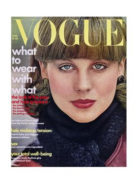 Vogue - August 1975 by Arthur Elgort