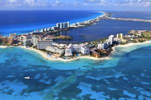 Cancun, Mexico by arthur gonoretzky