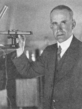 https://imgc.allpostersimages.com/img/posters/arthur-stanley-eddington-1882-194-british-astronomer-physicist-and-mathematician-c1930-c1944_u-L-PTXGGW0.jpg?artPerspective=n