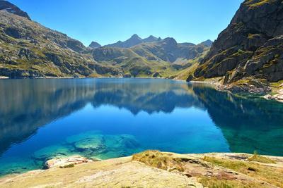 https://imgc.allpostersimages.com/img/posters/artouste-lake-in-osseau-valley-pyrenees-atlantiques-france_u-L-Q1GYIOZ0.jpg?artPerspective=n