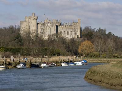 https://imgc.allpostersimages.com/img/posters/arundel-castle-and-river-arun-west-sussex-england-united-kingdom-europe_u-L-PFO0DT0.jpg?p=0