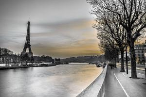 River Seine and The Eiffel Tower by Assaf Frank
