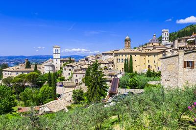 https://imgc.allpostersimages.com/img/posters/assisi-medieval-historic-town-in-umbria-italy_u-L-Q105MJZ0.jpg?p=0
