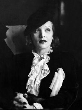 Marlene Dietrich Travelling by Associated Newspapers