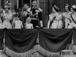 Queen Elizabeth II Coronation, group appearance on balcony by Associated Newspapers
