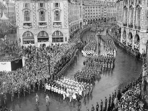 Queen Elizabeth II Coronation, procession at Piccadilly Circus by Associated Newspapers